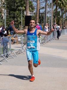 כמאתיים מטר לסיום מרתון לימסול 2013