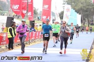 השתיים שנחו והאחד שרץ מרתון מלא. מלוות את דוד לקו הסיום