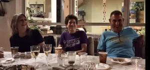 כמה צחקנו, אך גם זכרנו והתעצבנו. מימין לשמאל: בני, יעל וקולין.